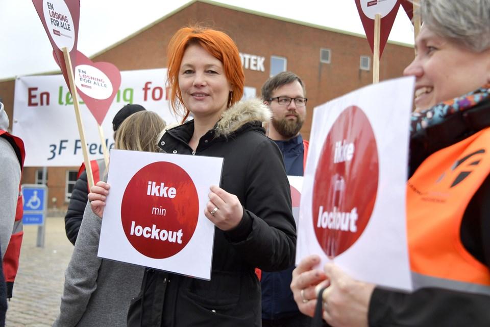 Kathja Ryom, faglig sekretær i SL Nordjylland, deltog i demonstrationen.  Foto: Bente Poder