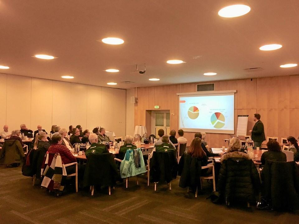 De 50 mødedeltagere fik lejlighed til at komme med input til hvem de helst ser som gæster Sæby. Foto: privat foto privat foto