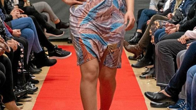 Maja viser let tøj til en festlig aften. Foto: Privatfoto Privatfoto