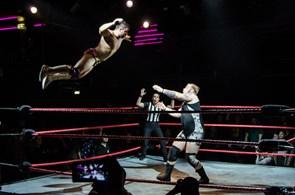Råt: Der er igen wrestling i byen