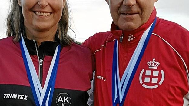 Mette Møller Nielsen og Jes Mose Jensen med deres nyerhvervede VM-medaljer. ?Privatfoto