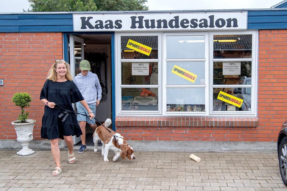 Familien Laursen fra Rungsted er kommet hos Mona Hansen i årevis. De var forbi for at sige farvel. © Lars Pauli