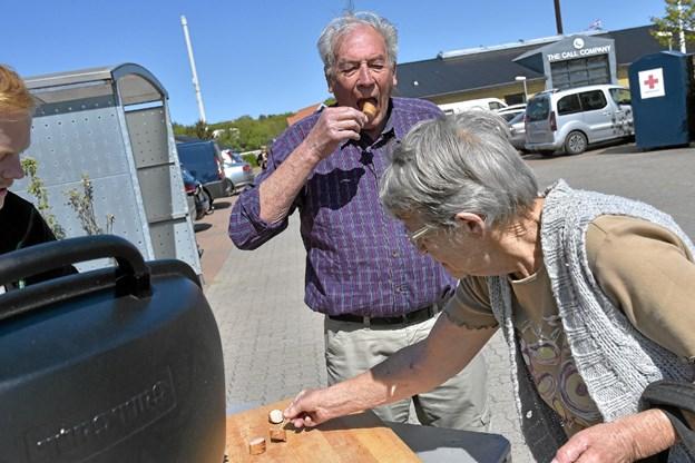 Udenfor kunne man smage Spars egne Griller. Foto: Ole Iversen Ole Iversen