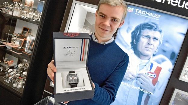 Kristian Foget Østergaard elsker også at sælge gode ure, som dette lækre Tag Heuer ur, retromodel Monaco Steve McQueen til 42.500 kr. Ole Iversen