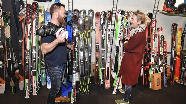 Mike Petersen fra Bannerslund Outlet og indehaver Marianne Peitersen har ikke mange pauser denne weekend. Foto: Bent Bach Bent Bach