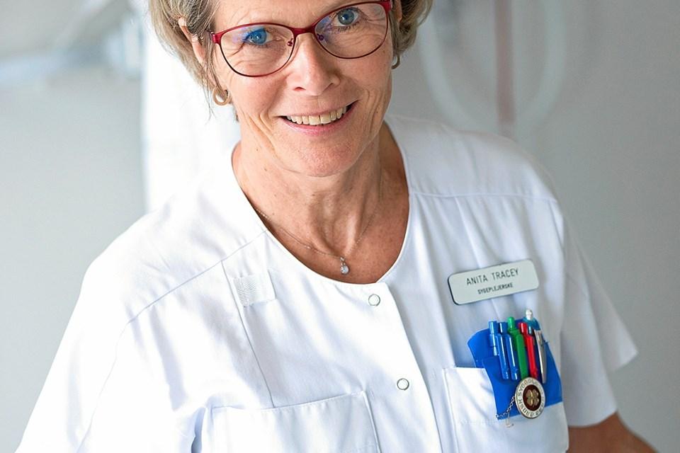 Sygeplejerske Anita Tracey vil nu udbrede den opsamlede viden til andre sygehusafdelinger. Foto: Region Nordjylland