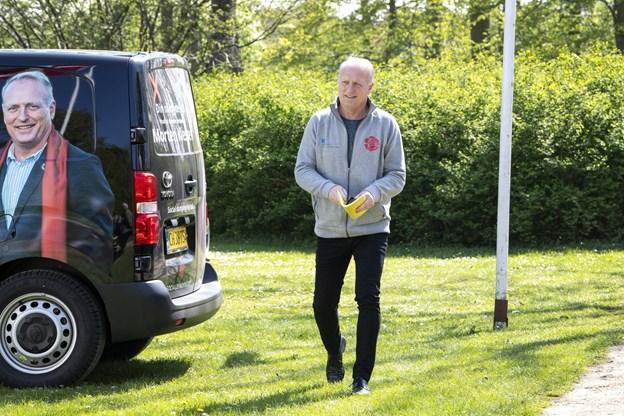 Morten Klessen har parkeret valgbussen og er klar til at gå på talerstolen. Foto: Laura Guldhammer Foto:  Laura Guldhammer