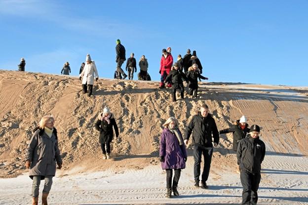 Her flankeres Anders Brandt Sørensen af nogle af eventdeltagerne.  Privatfoto