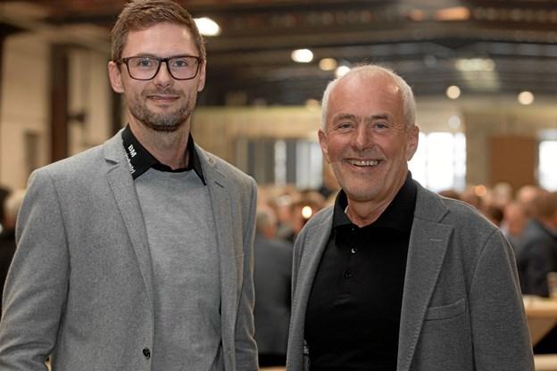 Tom og Poul Mikkelsen. Sidstnævnte giver direktørposten videre til sønnen. Foto: TM&E Air-view.dk