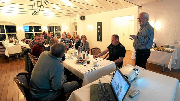 Formanden for arbejdsgruppen, Kurt T. Nielsen, der her byder velkommen ved mødet forleden, understreger, at lokale opbakning er afgørende for projektet. Foto: Allan Mortensen