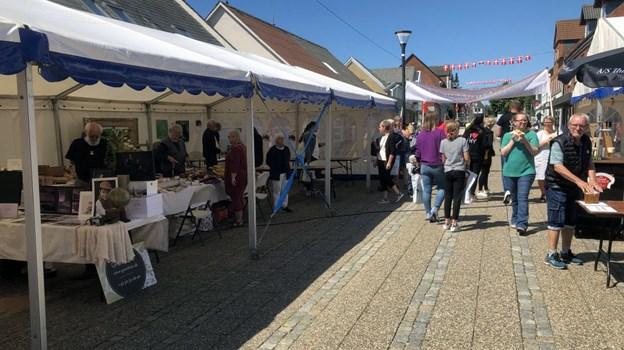 27 lokale kunsthåndværkere og kunstnere udstillede på dagen. Foto: Carsten Hougaard