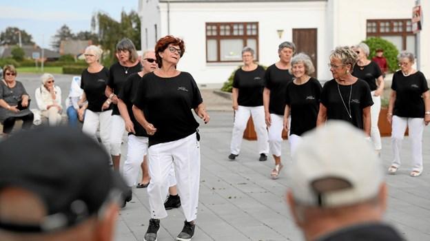 Senior Cosy Coner Linedance stod for underholdningen. Foto: Allan Mortensen