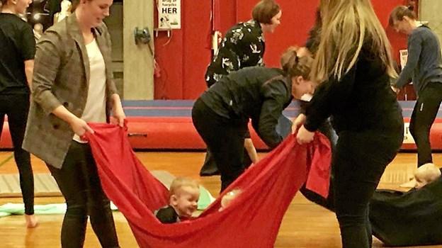 Mor-barn gymnastikken var også med.