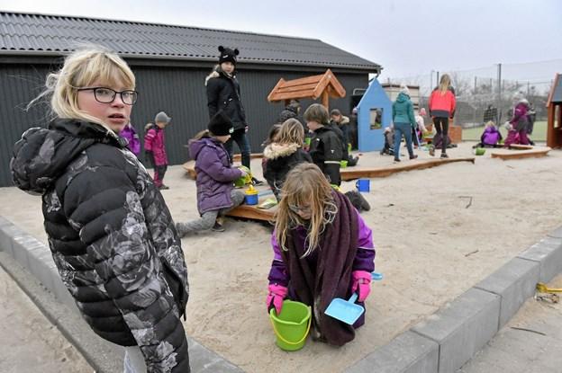 En helt ny legeplads og sandkasse, var populær fra dag et. Foto: Ole Iversen Ole Iversen