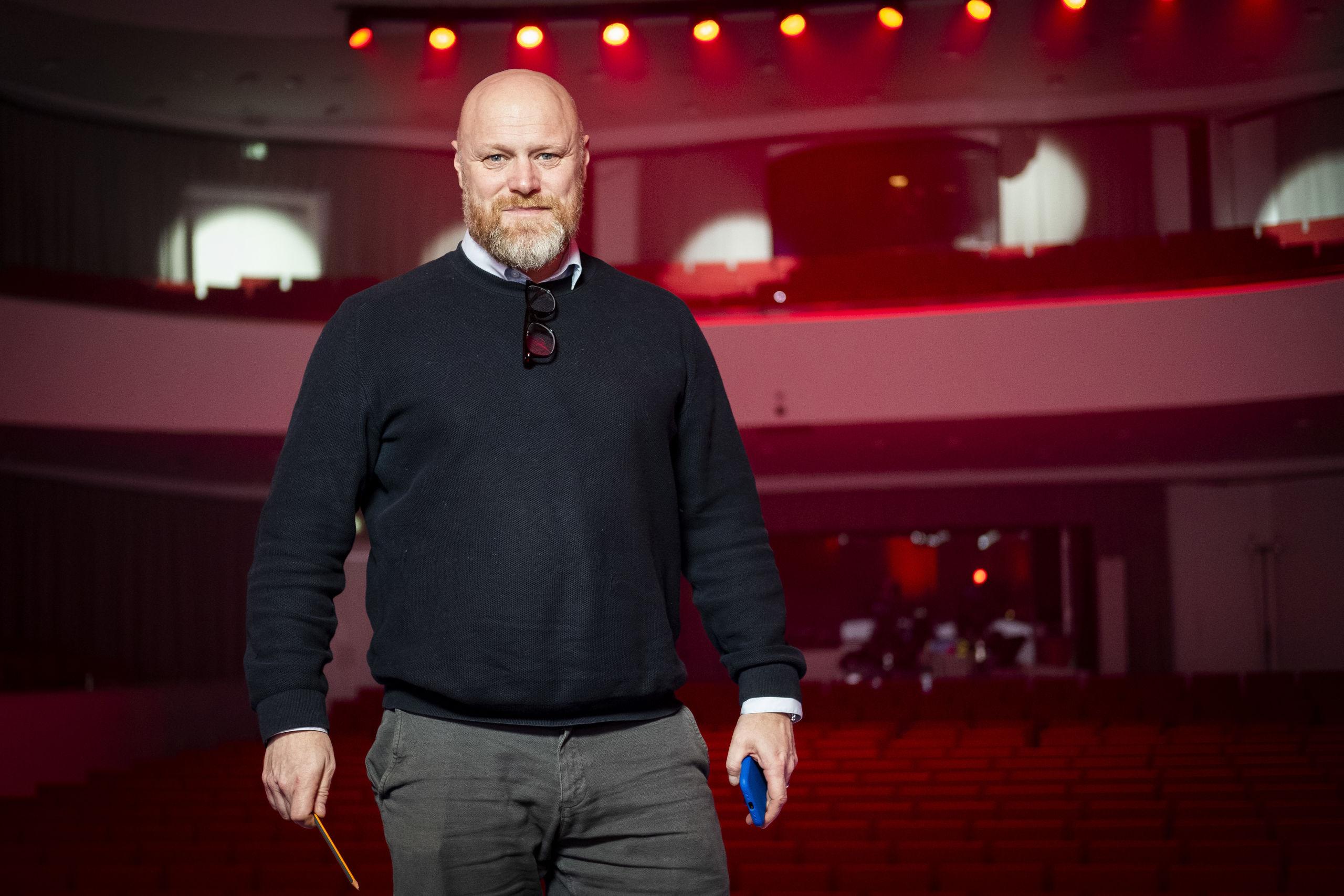 Her ses Mads Steffensen i koncertsalen i Musikkens Hus. Foto: Lasse Sand