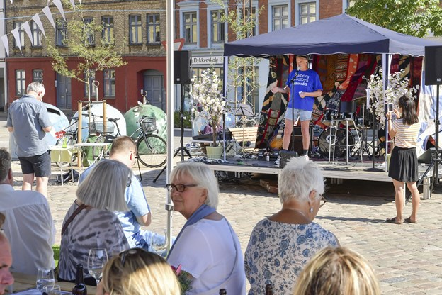 Jørgen Andersen fra midtbyens samråd holder tale. Foto: Michael Koch