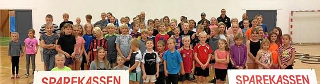 Sparekassen Kronjylland var sponsor med gaver til vinderholdet - som knebet vandt med kun et point. Foto privat.