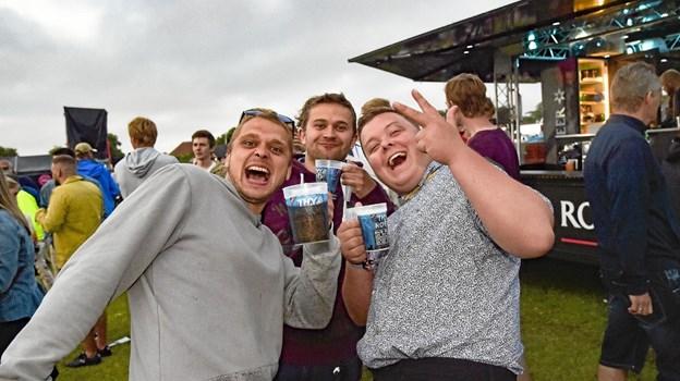 Så længe der er øl i glasset...venner til Thy Rock.. Foto: Ole Iversen Ole Iversen