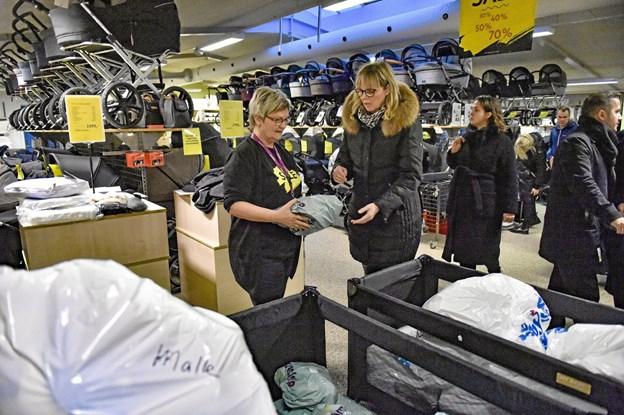"""Gitte Bloch sælger her tilbehør i form af """"Malle-Luxpakker"""" og """"Odder-pakker"""" Foto: Ole Iversen Ole Iversen"""