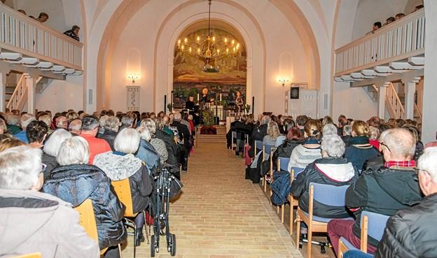 En fyldt Ranum Kirke, hvor der var udsolgt til koncerten længe før, den skulle være. Foto: Mogens Lynge Mogens Lynge