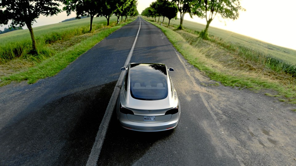 Tesla 3-modellen kommer i produktion i slutningen af 2017, og der er global lancering i slutningen af året. Dog først i Europa i starten af 2018.