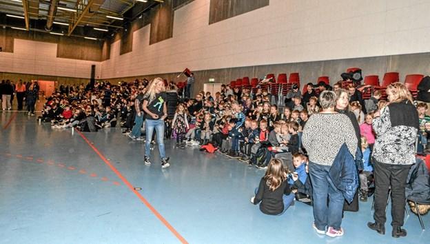 430 elever var samlet i Lanternen i Løgstør for at slutte kulturugen af sammen. Foto: Mogens Lynge Mogens Lynge