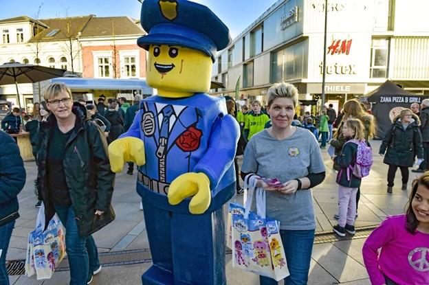 Lego-politiet var med i optoget. Ole Iversen