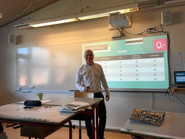 Til sidst fik eleverne i 7 klasse mulighed for at afprøve deres viden om penge i et pengespil, der også var en del af den undervisningspakke, Peter Baand fra Danske Bank havde med.