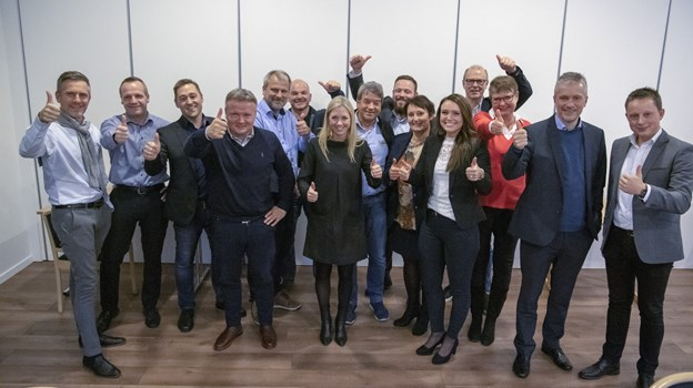 Det var disse erhvervsfolk fra virksomheder i Frederikshavn kommune, som samlede ind til Dansk Folkehjælps julehjælp. Foto: Kim Dahl Hansen