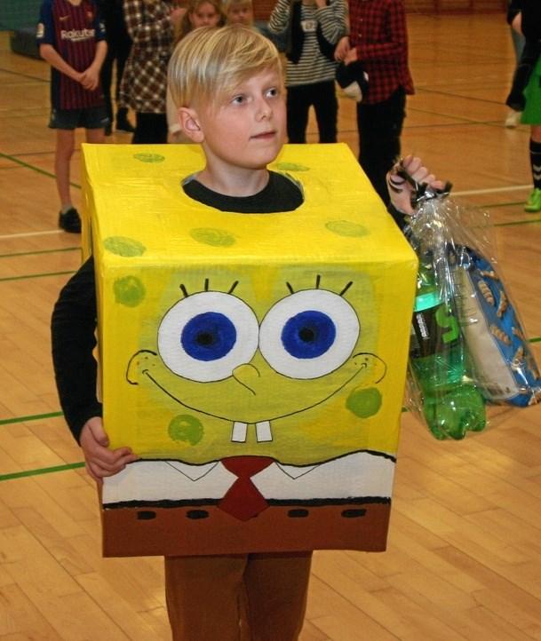 En meget kreativt udklædt frisk dreng på Nordmors. Picasa
