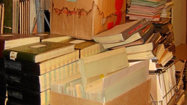 Et arkivrum med værdifulde sognearkivalier fra Hirtshals som det så ud, da kommunearkivet overtog arbejdet i 2007 Foto: Kommunearkivet