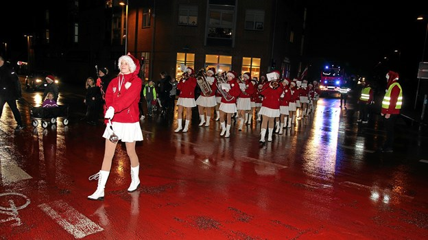Brovst Pigegarde er nu kommet i de røde uniformer. Foto: Flemming Dahl Jensen