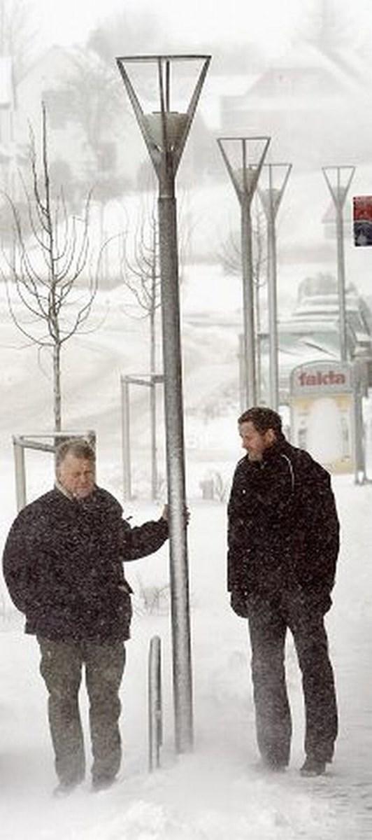 e143ce0e94ea Formand Ole Bak (tv) og næstformand Lars Jacobsen i Arden Gadelysforening  vil ikke uden videre forære byens gadelys til Mariagerfjord Kommune.