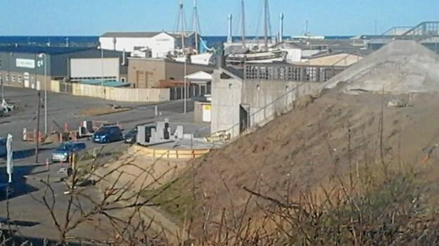 Skrænten mellem Bænki og Trappen med udsigt til værkudvidelsen