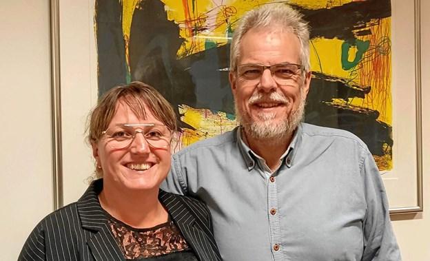 Nyvalgt folketingskandidat Gitte Lopdrup, her sammen med Rebilds borgmester Leon Sebblin. ?Foto: Privat