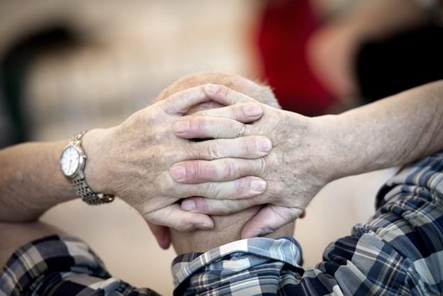 Der kan være mange spørgsmål til forhold, der vedrører ældre. Nu kan svarene findes et samlet sted i en netbaseret ældrehåndbog, som ældrerådet i Brønderslev Kommune har fået sat i søen. Arkivfoto: Henrik Bo