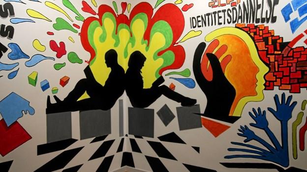 Det er Alfredo Escobar fra U.S.A. som har dekoreret væggene på efterskolen. ?Foto: Flemming Dahl Jensen Flemming Dahl Jensen