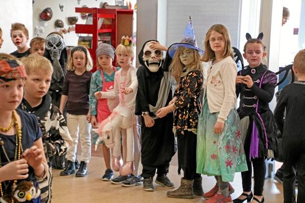 Børnene i flotte udklædninger. Privatfoto Ole Iversen