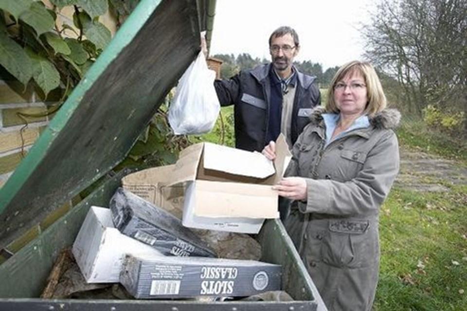 Ole Frederiksen og naboen Rigmor Højmark kæmper for at bevare fleksible affaldsordninger på landet. Foto: Bente Poder