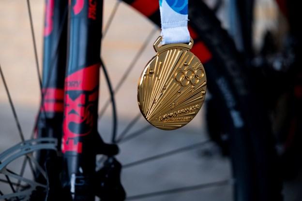 Sofie Heby Pedersens guldmedalje, som hun netop er vendt hjem fra Ungdoms-OL i Argentina med. Foto: Lasse Sand