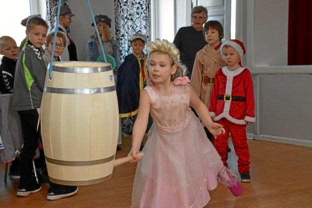Caroline Bach Brøndums prinsesse (forrest) blev kåret som bedste udklædning hos børnene. Privatfoto