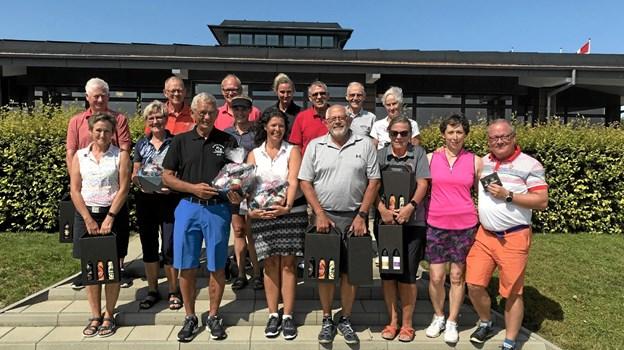 Hals Golfklub afviklede forleden årets Åben Parmatch. Her ses de bedste par i de to rækker. Privatfoto