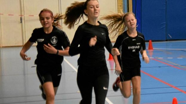 Karoline Olesen 15 år, løber med sejren i 600m løb. SIK 80 Sæby