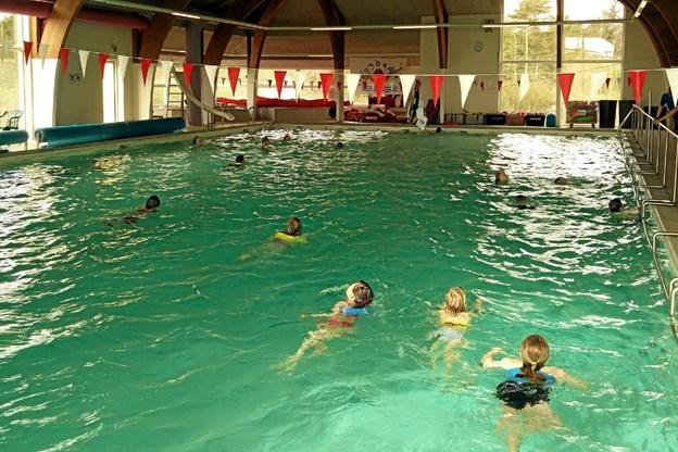 Den nu lukkede svømmehal ved Koldkær danner udgangspunkt for det nye projekt. Foto: Allan Mortensen