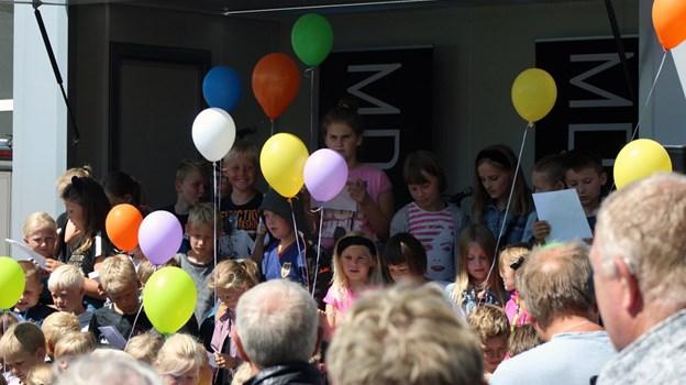 """Børn fra SFO'en i Hurup havde indstuderet Alberts """"Lyse Nætter"""". Foto: Carsten Hougaard"""
