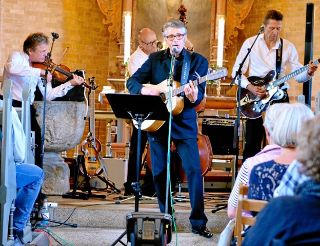 """Siden 2008 har Holm og pianisten Christian Spillemose turneret rundt med """"Elvis i kirken""""."""