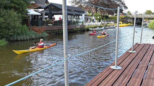 Restaurant  Riverside kan man besøge og selv prøve at ro i en lejet kano eller vandcykel. Foto: Bent Bach. BENT BACH