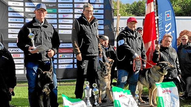 Liselotte Nielsen med Thilde på 1. pladsen og Eva Dybro med Candi 3. pladsen i SPH spor. FOTO: Sanne Iversen