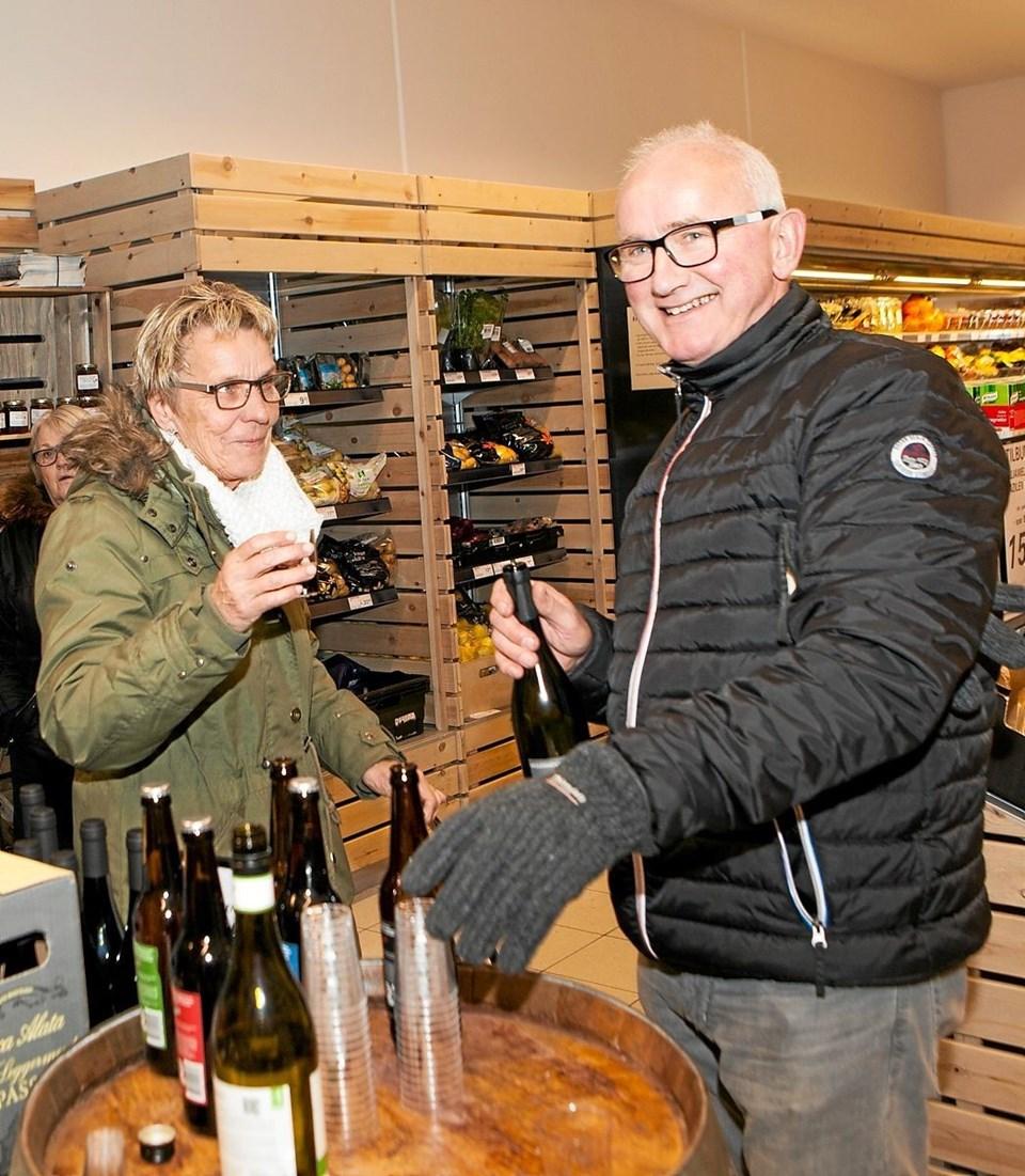 Der var nok at smage på ved fredagens smagsaften i områdets Dagli'Brugs forretninger. Foto: Peter Jørgensen