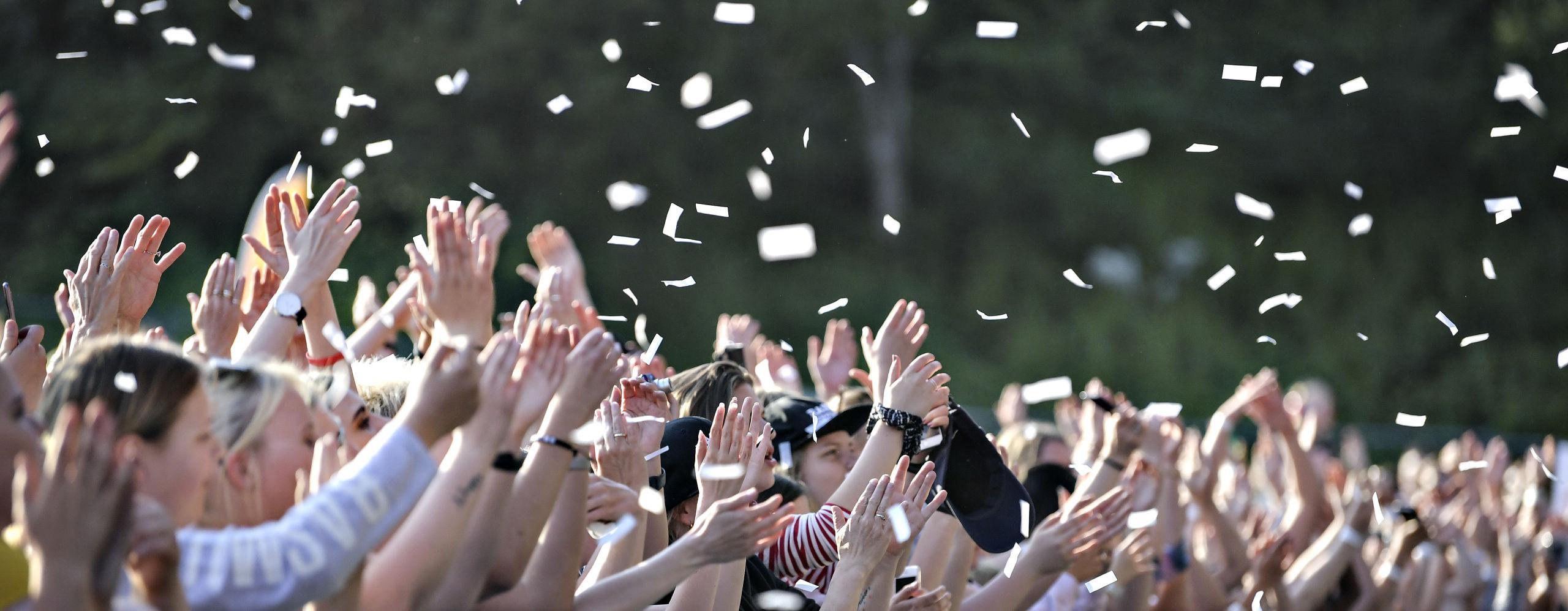 Maroon 5 vil næppe nøjes med konfetti-kanoner ved koncerten i Mølleparken. I hvert fald ønsker de en scene, der er større, end hvad man umiddelbart kan få i Danmark. Arkivfoto: Bent Bach
